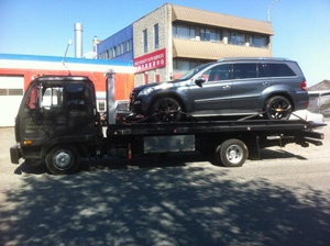 towing benz with flat deck